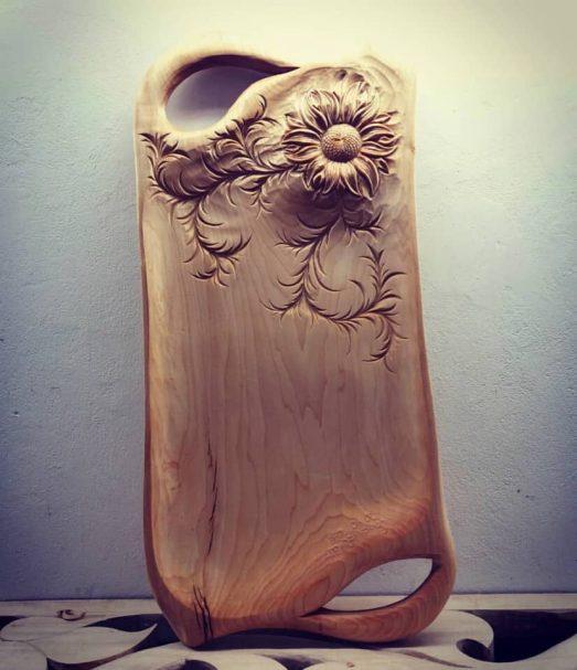 "Taca z rzeźbionymi kwiatami Author - <a href=""https://vk.com/artwoodbg"" rel=""nofollow"">Art WoodCarving</a>"