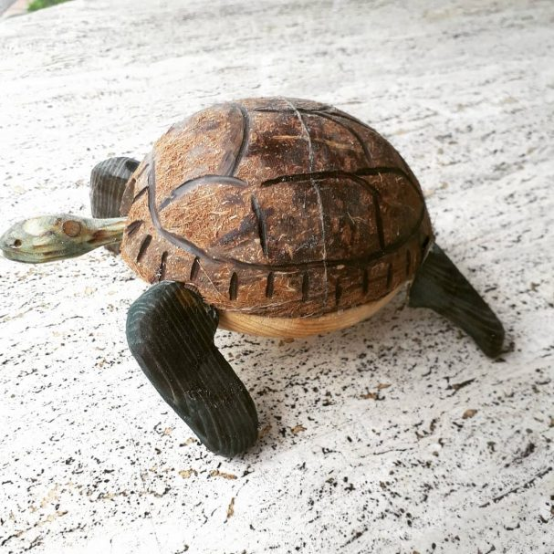 """Drewniany żółw z kiwającą głową Author - <a href=""""https://www.instagram.com/tuscantoys/"""" rel=""""nofollow"""">TuscanToys</a>"""