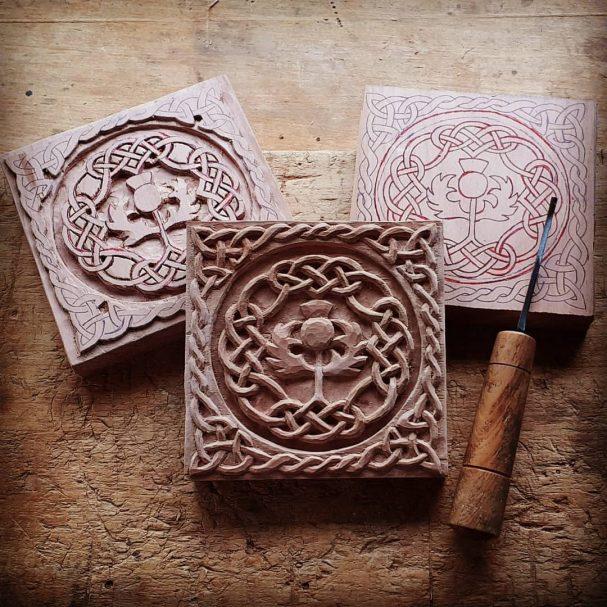 "rzeźba reliefowa wzór wikingów Author - <a href=""https://www.instagram.com/woodcarving_lovers/"" rel=""nofollow"">Woodcarving art</a>"