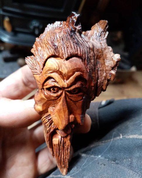 """Rzeźbienie w drewnie figurki duchów Author - <a href=""""https://www.instagram.com/kulart1992/"""" rel=""""nofollow"""">WOOD CARVING BARGE</a>"""