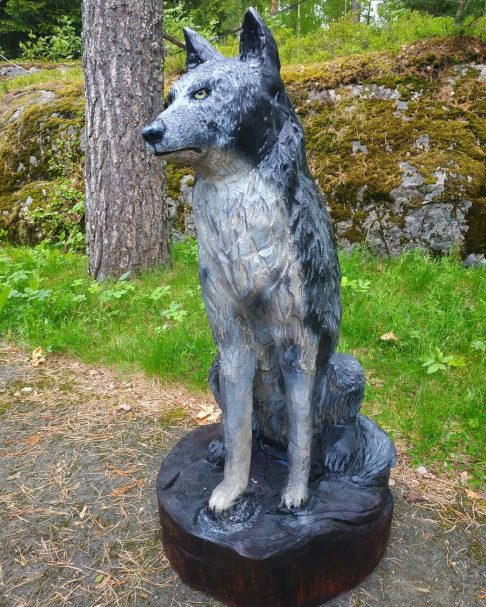 "Wilk rzeźba drewniana Author - <a href=""https://www.instagram.com/wooden_bears/"" rel=""nofollow"">Wooden_Bears</a>"