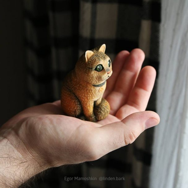 """Wood Carving Cat Author - <a href=""""https://www.instagram.com/linden.bark/"""" rel=""""nofollow"""">Woodcarving by Egor Mamoshkin</a>"""