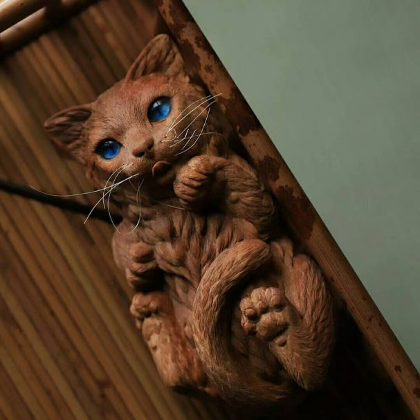 """Carved Wooden Cat Author - <a href=""""https://www.instagram.com/ngoc_tinh1999/"""" rel=""""nofollow"""">Tinh Wood Carving</a>"""