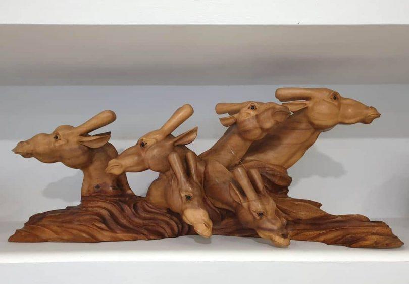 "Suar Wood Giraffe Author - <a href=""https://www.instagram.com/artisan_gallery_kl/"" rel=""nofollow"">Artisan Gallery</a>"
